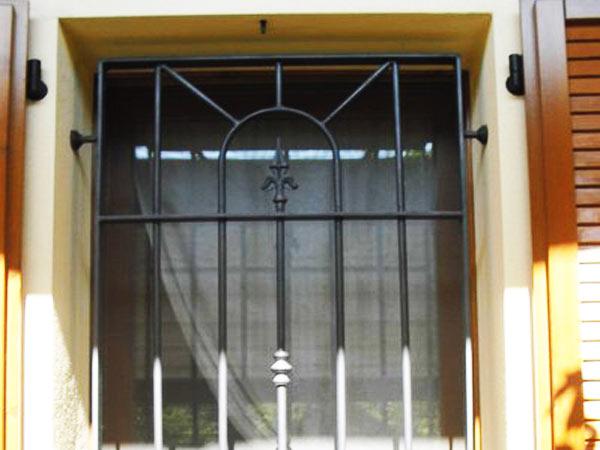 Finestra fissa tipo 10 orma fabbro cancelli finestre - Cancelli in ferro per porte finestre ...